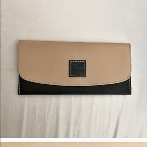 Dooney & Bourke Black/Tan Wallet